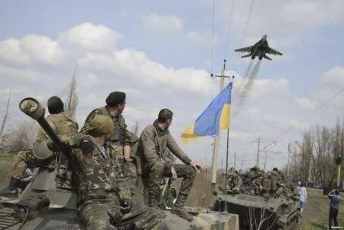 乌克兰大口径火炮猛烈开火!泽连斯基想要速战速决!