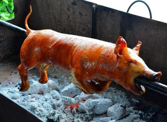 小伙在越南花900元点了只烤乳猪,都说被坑了,切开后却不淡定了