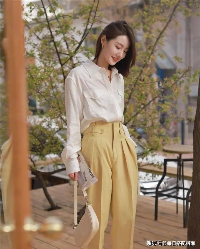 原创             衬衫怎么穿出高级感?这几个搭配思路值得借鉴,时髦与优雅兼具