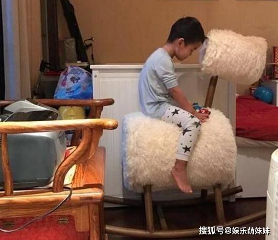 晒晒王学兵一家人住的房子,特意腾出房间来放玩具,太疼爱儿子了