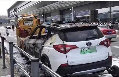 电动汽车充电时自燃,68辆被烧毁,其中一辆变空壳子