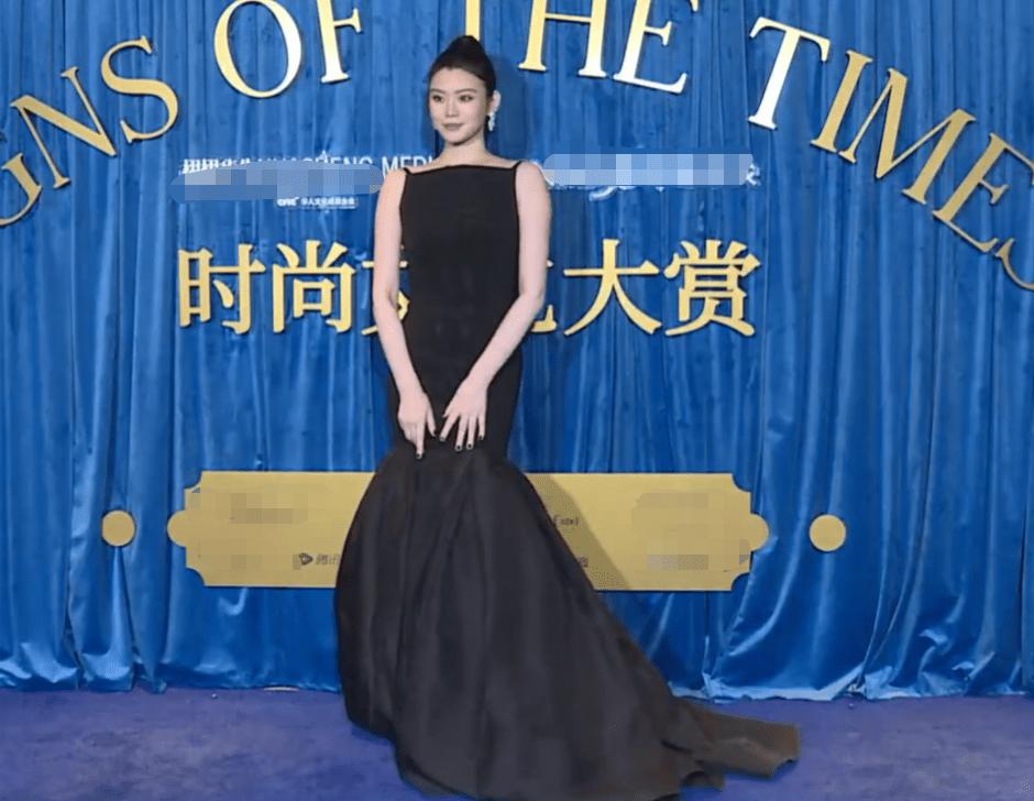 时尚文化大赏红毯:baby黑裙压场,刘诗诗天鹅颈