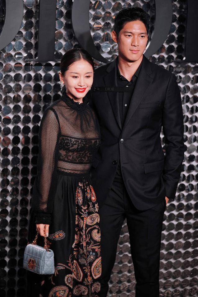 原创             王子文吴永恩高调牵手走红毯,穿黑色服装像情侣装,身高差真甜