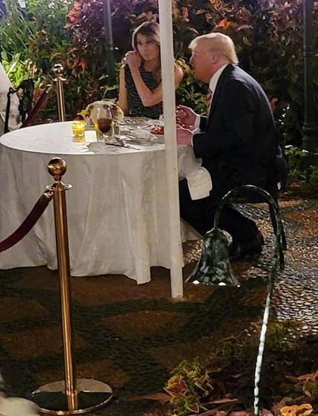 原创             梅拉尼娅罕见亮相!和特朗普共进晚餐变小女人,穿小黑裙美到我啦