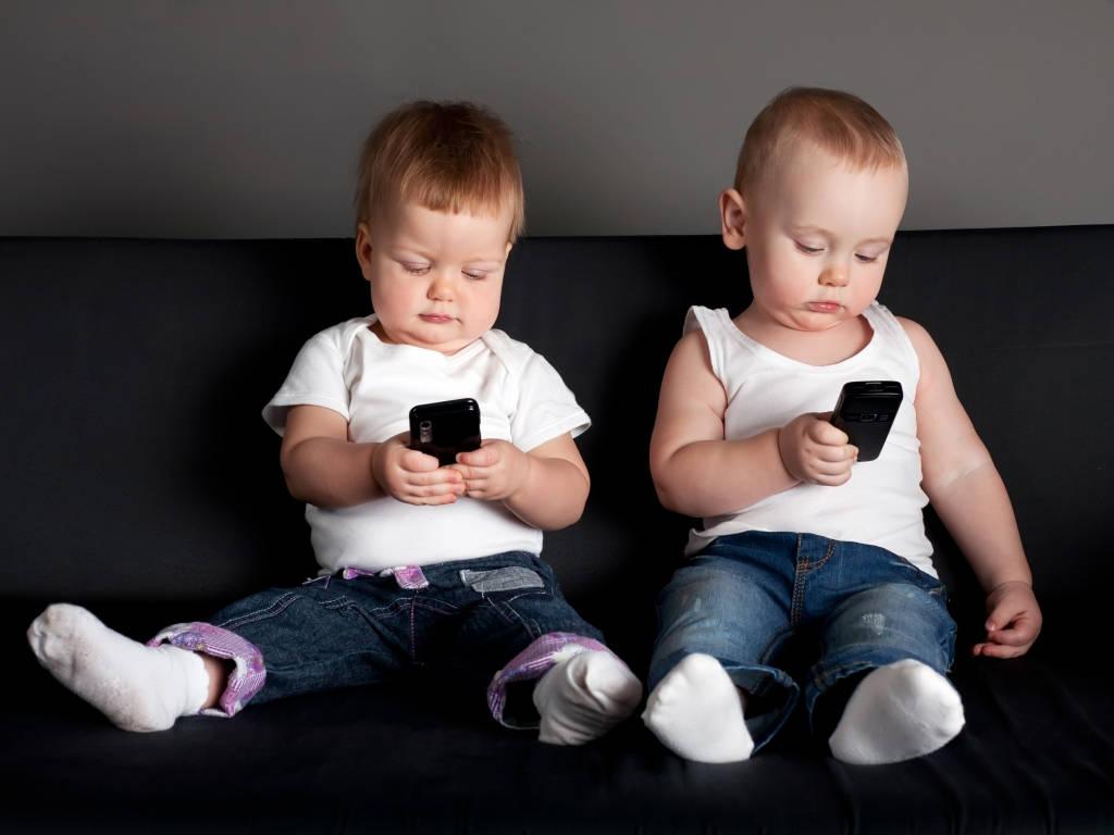 没收女儿手机脾气 12岁女儿脾气大怎么办