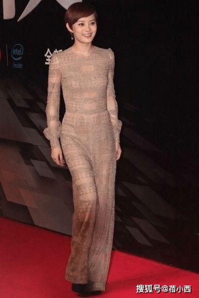 原创             孙俪穿衣的尺度也放开了,穿裸色连体裤简约又高级,我给100个赞