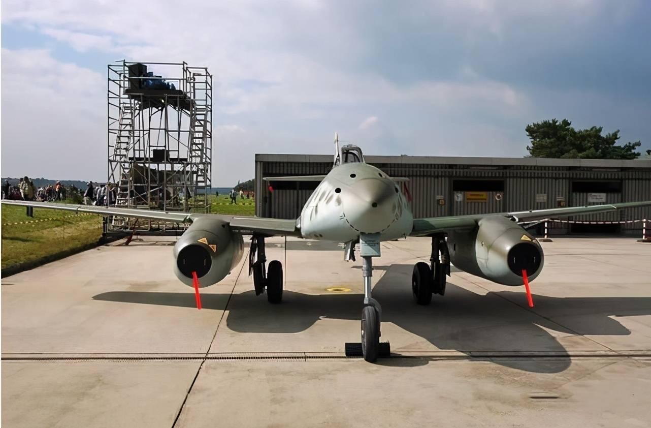 英雄迟暮,现代喷气式战机的开山鼻祖,二战德军Me-262战机