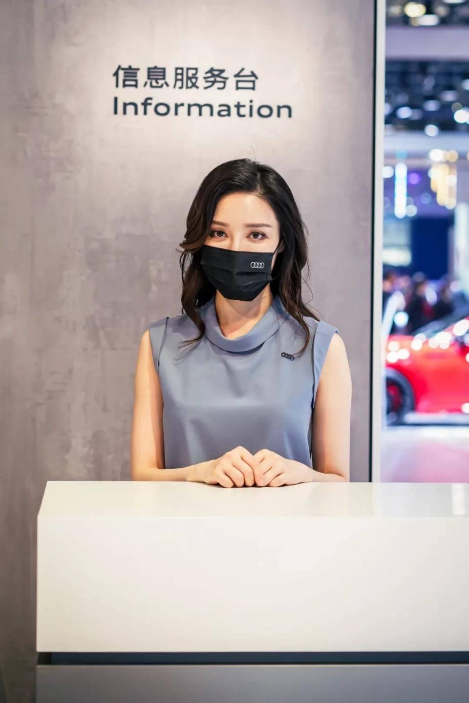 图赏:上海车展上的车模小姐姐们(图31)