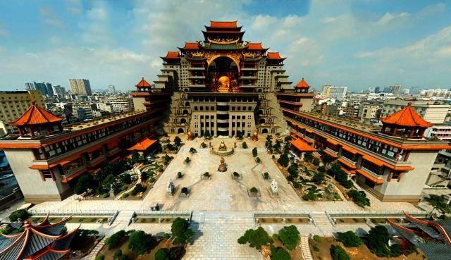 """广西""""布达拉宫"""",投资20亿花费15年修建,建造者至今成谜"""