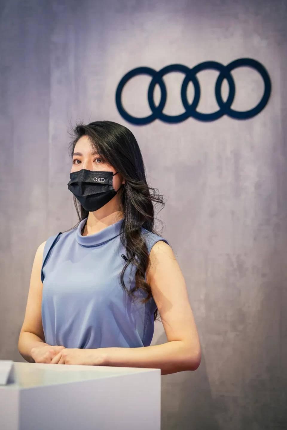 图赏:上海车展上的车模小姐姐们(图3)