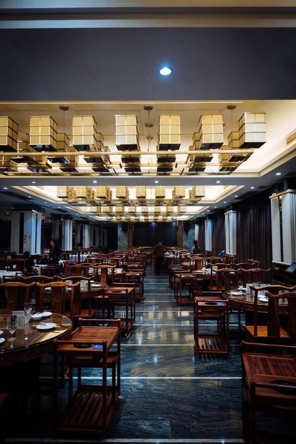 顺德这家超大的餐厅,带你走进美食大观园