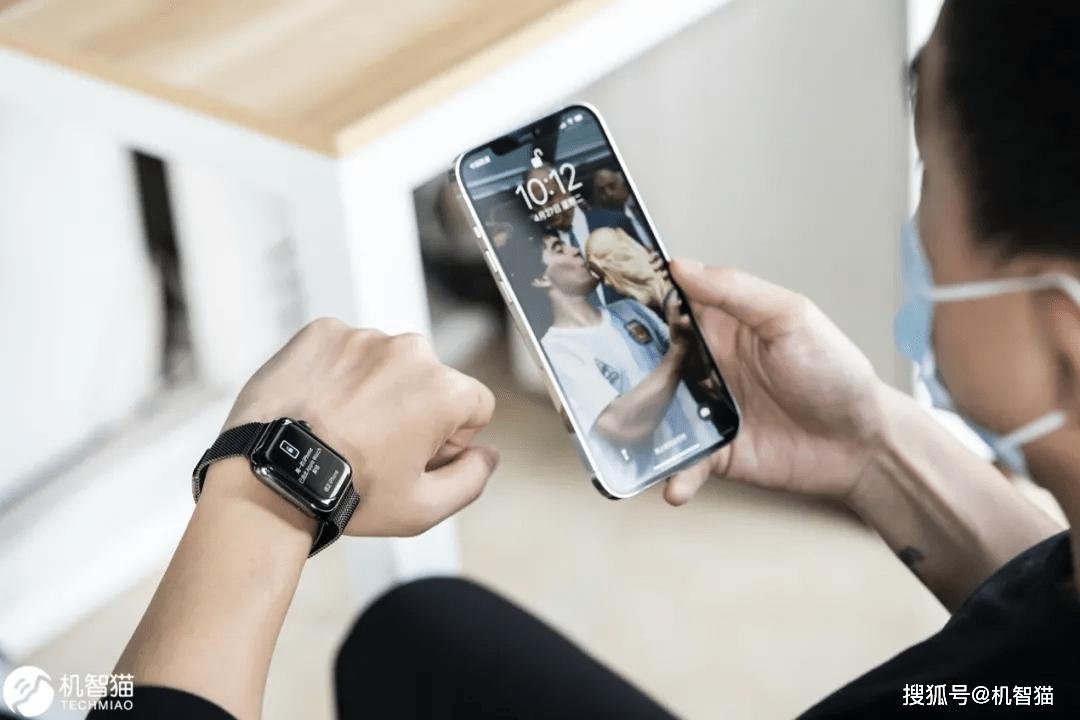 原创             iOS 14.5/watchOS 7.4推送:Apple Watch解锁iPhone太方便了