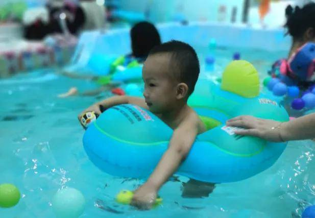 为什么游泳要从婴儿时期抓起?不仅是为了孩子洗澡