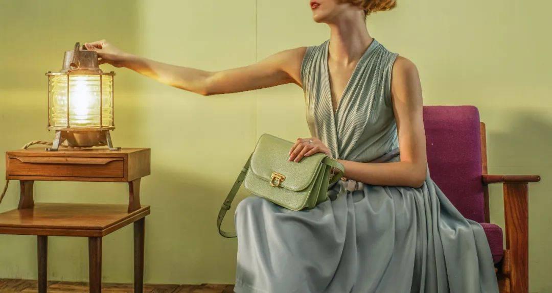 原创             我心中最好的国产包包!东方元素设计绝美,明星女精英为什么抢着背?