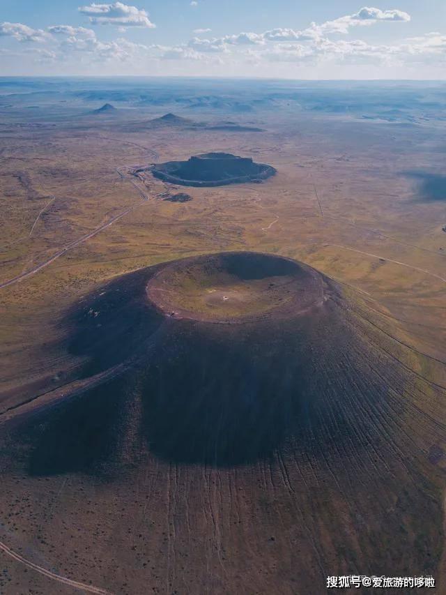 不用去冰岛!安利你4个城市周边秘境,火山星河、彩虹洞穴统统有