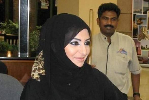 迪拜遇见黑色长袍女人,想上前搭讪却被导游拦住,导游:当心吃亏