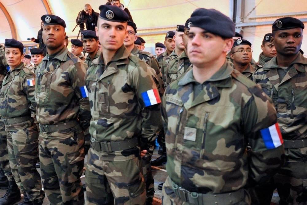举国震动!法国1500军人签署联名信,威胁政变,剑指马克龙
