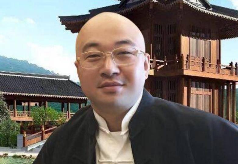 """八卦主播爆料网红""""东方阿保""""遭对方连麦质问慌张甩锅粉丝"""
