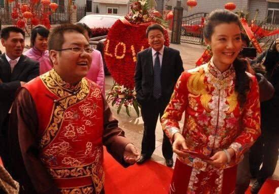 花5千万娶车晓,10余年败光上百亿,39岁李兆会如今变成了这模样