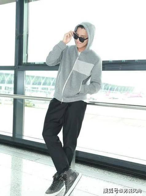 穿灰色上衣 搭配什么颜色的裤子比较好看?