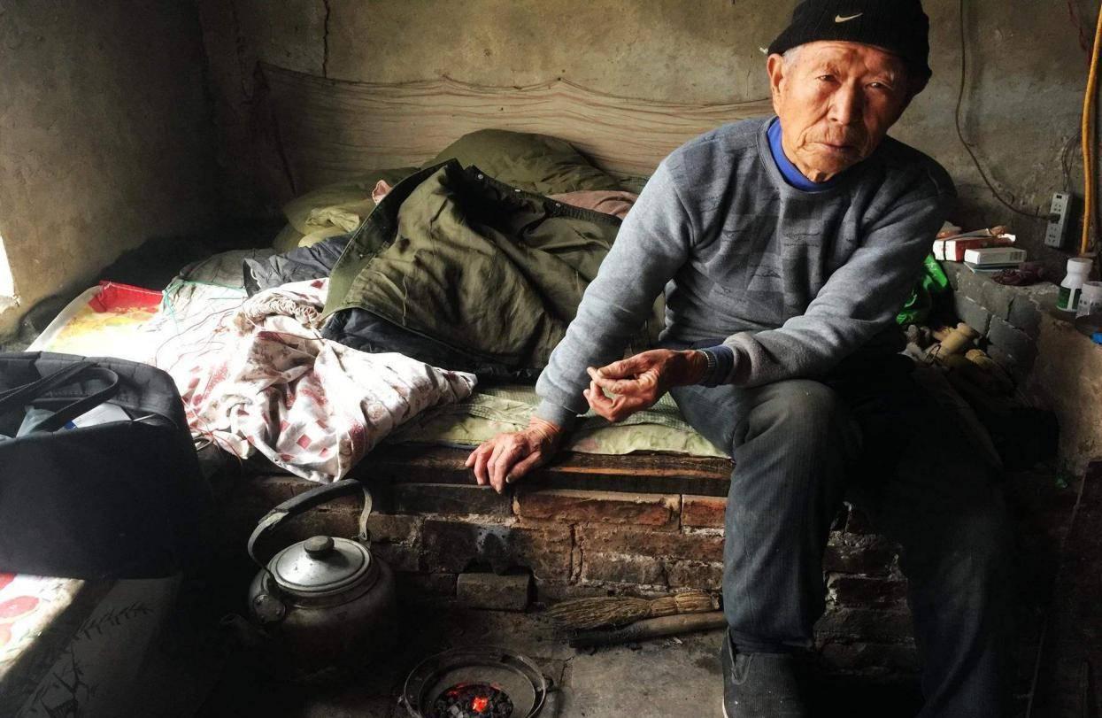 老人去世前最后见的人 老人临终前谁在身边好