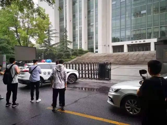 杭州杀妻案庭审:自称爱妻子、临时起意杀人的许国利,多次翻供还要求精神鉴定