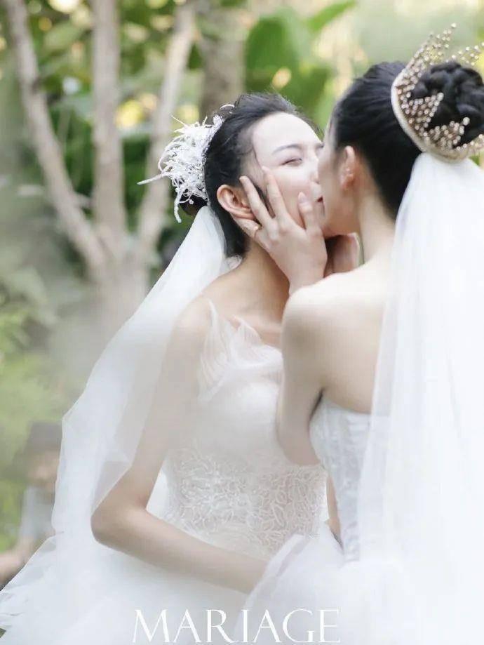 杨丽萍婚纱照_杨丽萍年轻照片