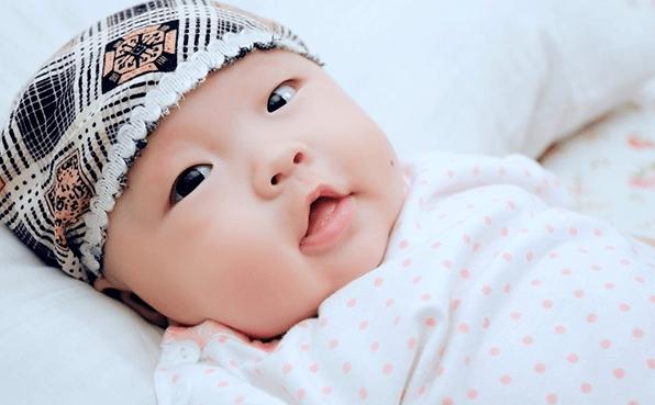 """宝宝睡醒后的三个""""小举动"""",说明大脑发育好,宝妈对照一下吧"""