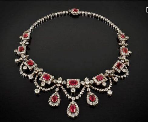 心理测试:你最喜欢哪条宝石项链?测你在异性眼中有多高贵!  第3张