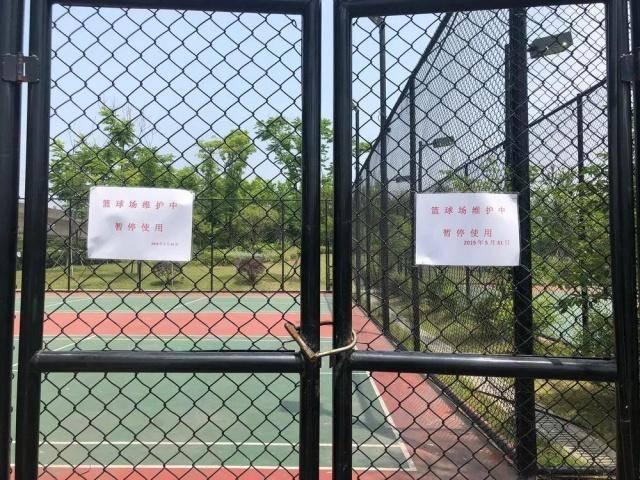 22岁男子疑在沪上公共篮球场遭电击身亡!球场铁丝网经检测带电…