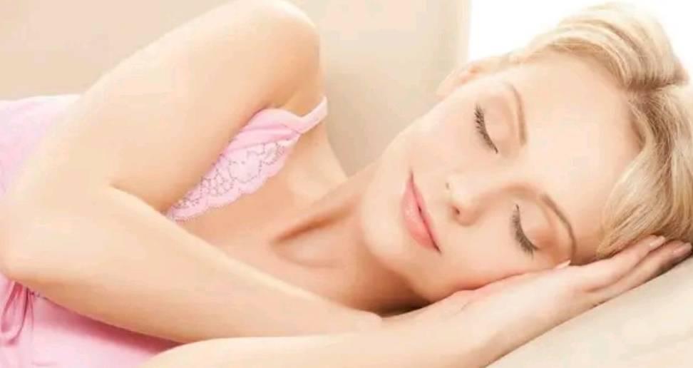 女人想要老得慢一点,日常生活中做好这些事,或许能让肌肤更年轻