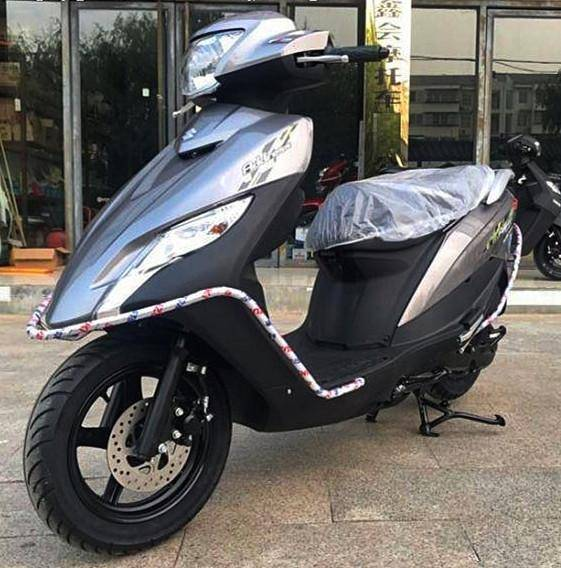 轻骑铃木推出一款超具性价比的踏板摩托,省油耐用匹配明星发动机