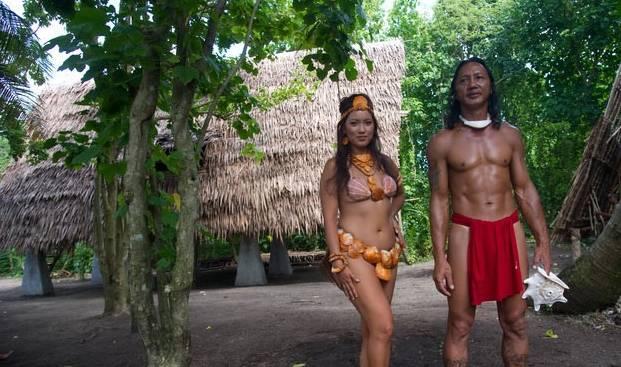 """世界最""""奔放""""部落,女性穿贝壳似美人鱼,男子只靠一块布遮羞"""