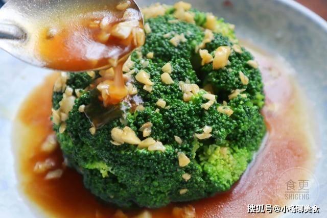 原創             西蘭花這樣做,翠綠鮮香又爽口,大魚大肉都不換,一上桌准搶光