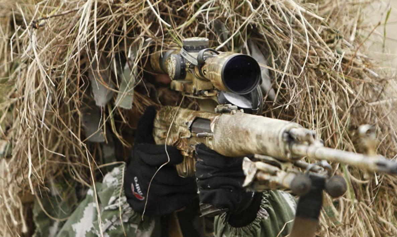 狙击手撤离时枪都可以扔掉,但必须把瞄准镜带走