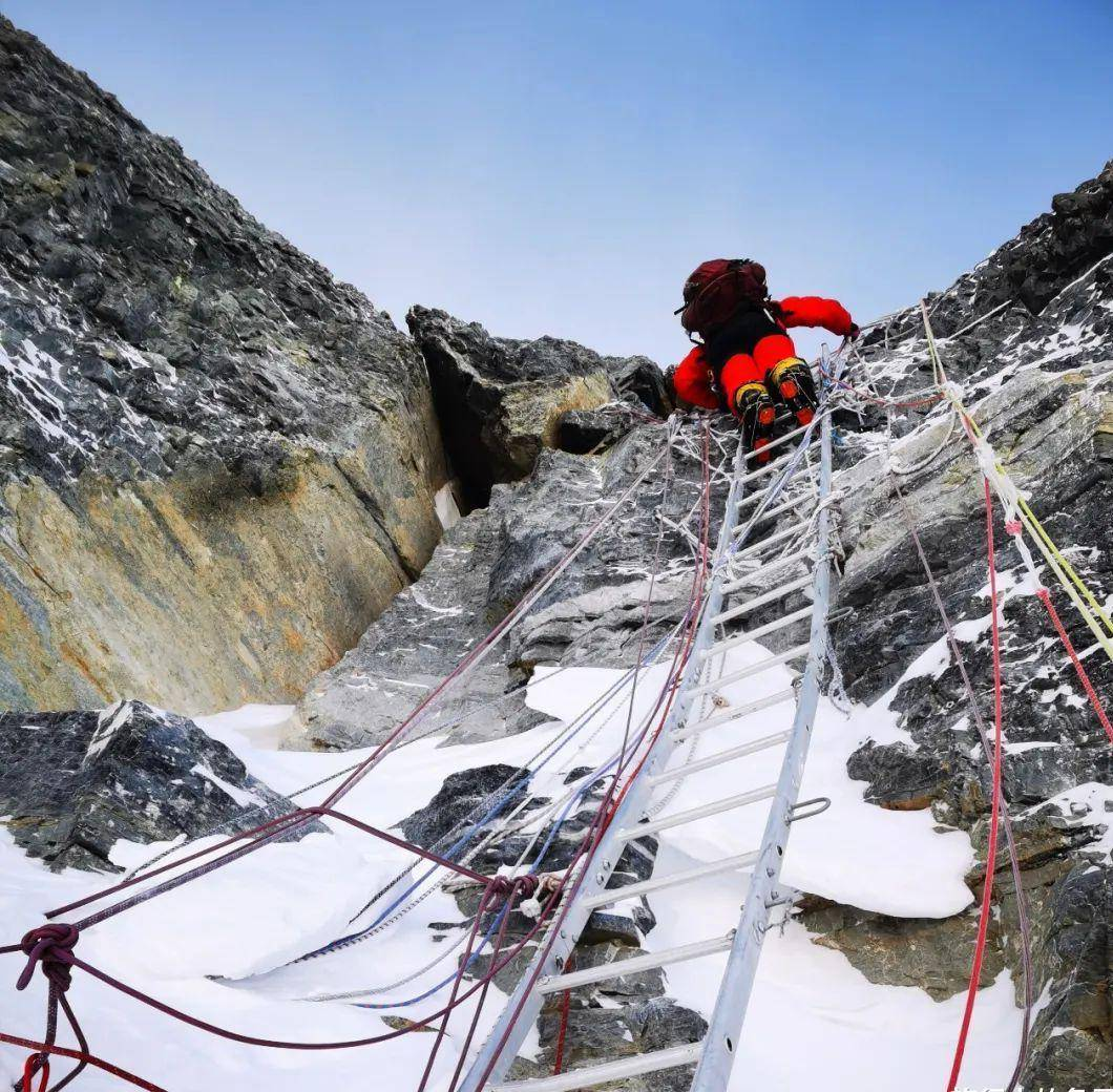 珠峰上有300多遗骸,都有身份信息,为什么没人或国家去收尸?