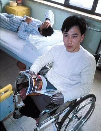 24年前一个东北小伙,捡到一串''钥匙链'',最终却失去双腿和小臂