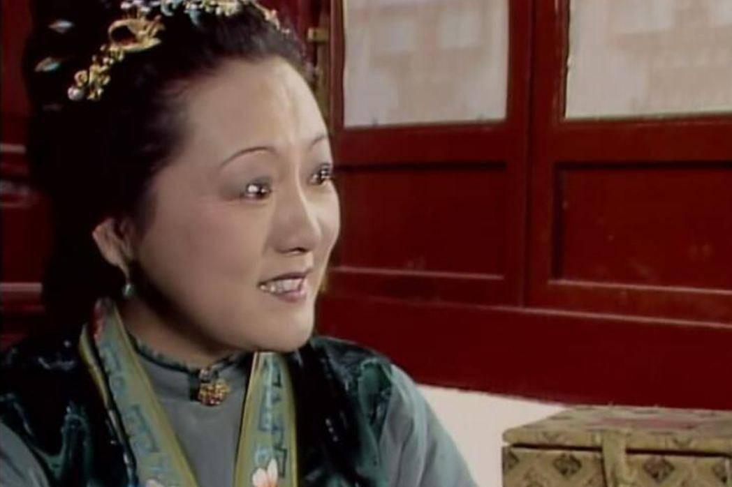 《红楼梦》中:周瑞家的送宫花,真正让黛玉不满意的是什么?