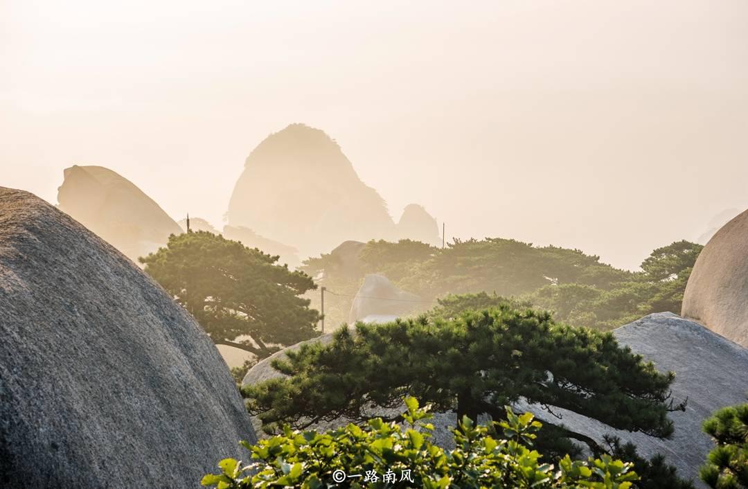 竞技宝当清晨的阳光照耀在云海、山头之时