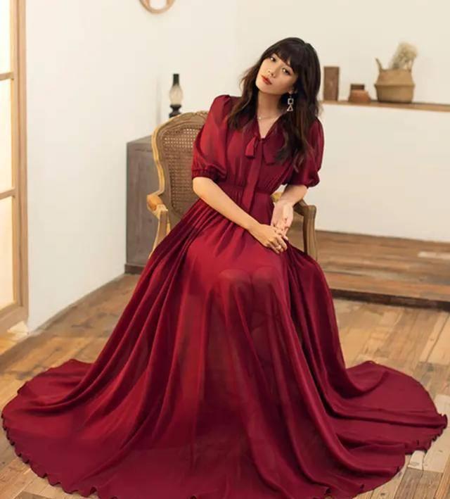 女人過了30歲,少扮嫩!試試這3款連衣裙,時髦又高階,超顯氣質