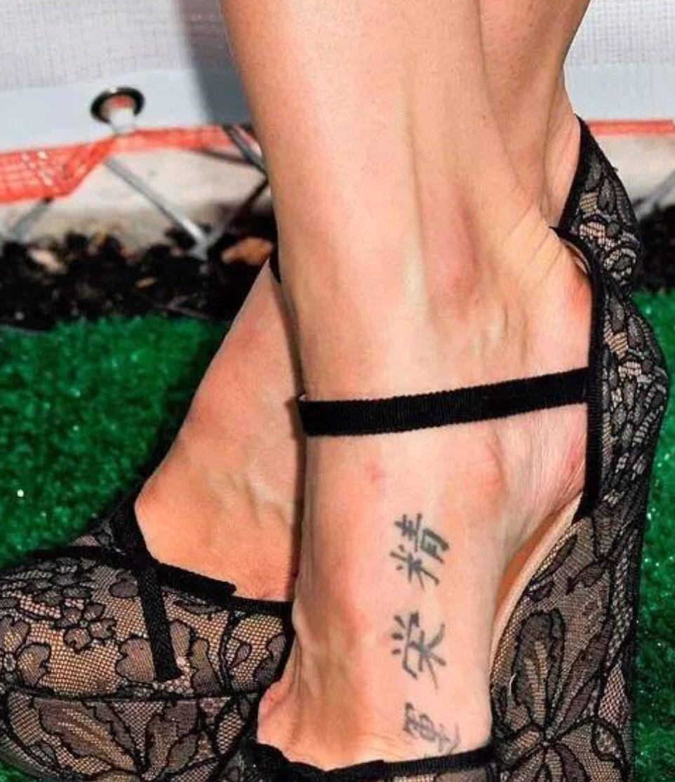 """奚梦瑶晒照获赞""""仙女下凡"""",脚踝字母纹身抢镜超模纹身值百万"""