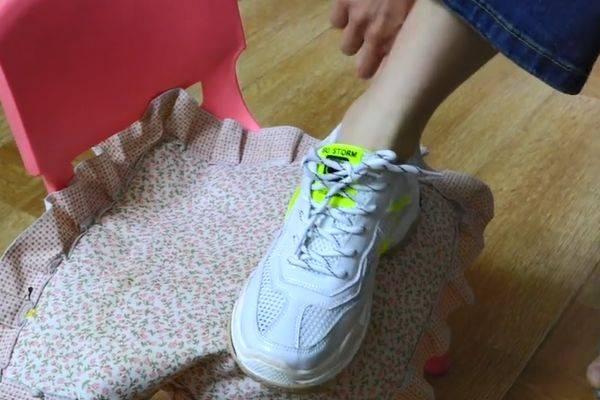 """穿鞋时袜子露在外边不好看?只需一个""""小动作"""" 巧妙的把袜子隐藏好 爸爸 第4张"""