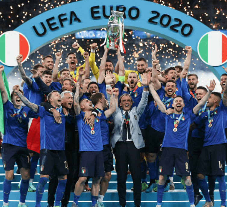 意大利高举冠军奖杯!56岁神帅改写足球:胜率76%+个人第14冠_金沙娱乐平台