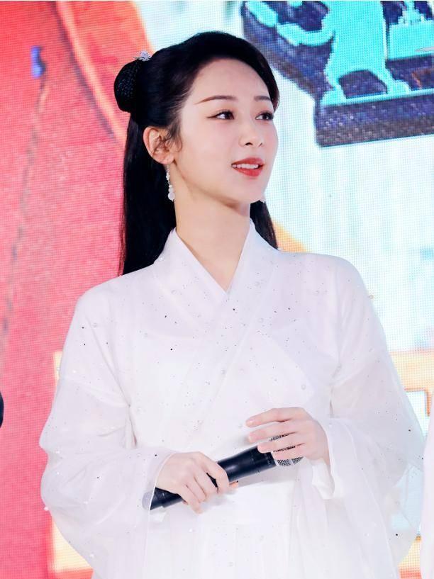 杨紫粉丝疑似与《萌探》剧组开撕,吐槽官方物料丑:要求妆发换人