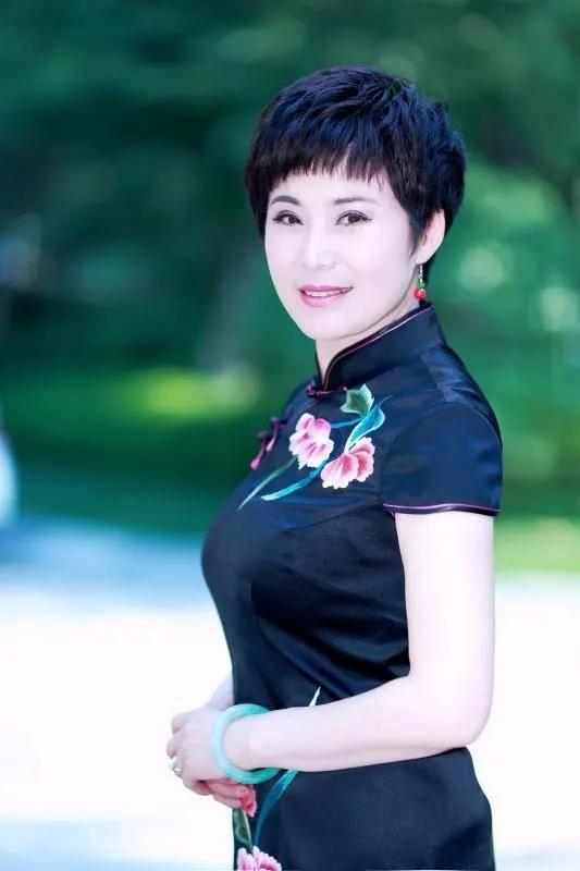 文化中国时代榜样中国艺术名家罗慧琴作品登上欧洲国家草榴最新地址