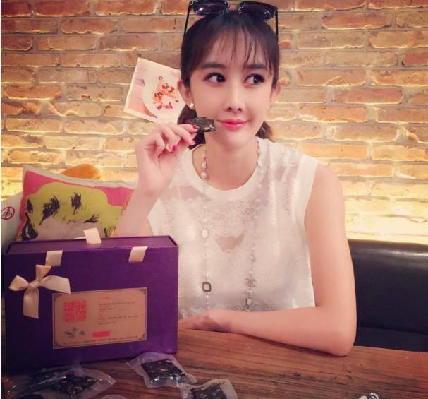 还记得赵奕欢女配,丑女无敌王凯的助理吗,如今整容成二代刘梓晨