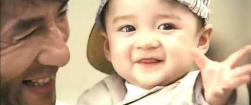 还记得曾经成龙大哥《宝贝计划》中的宝宝吗?如今已成小帅哥