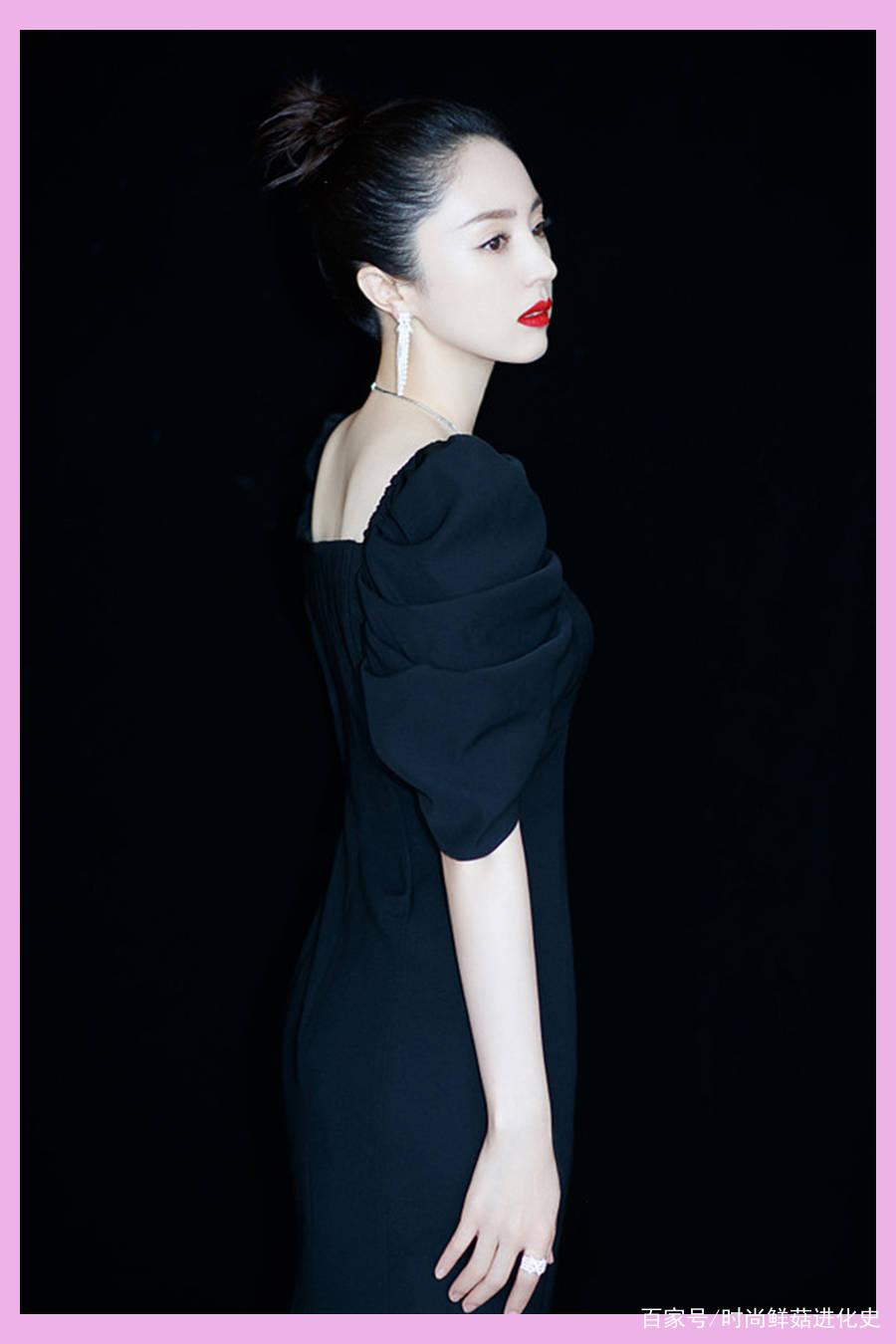 40岁董璇果然是浓妆脸,大红唇加长黑裙,气场全开挡不住