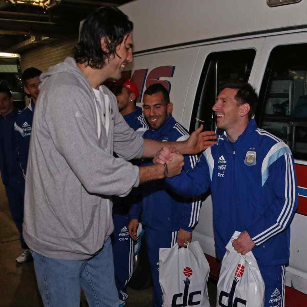 梅西致敬斯科拉:谢谢你 你是阿根廷和世界的榜样