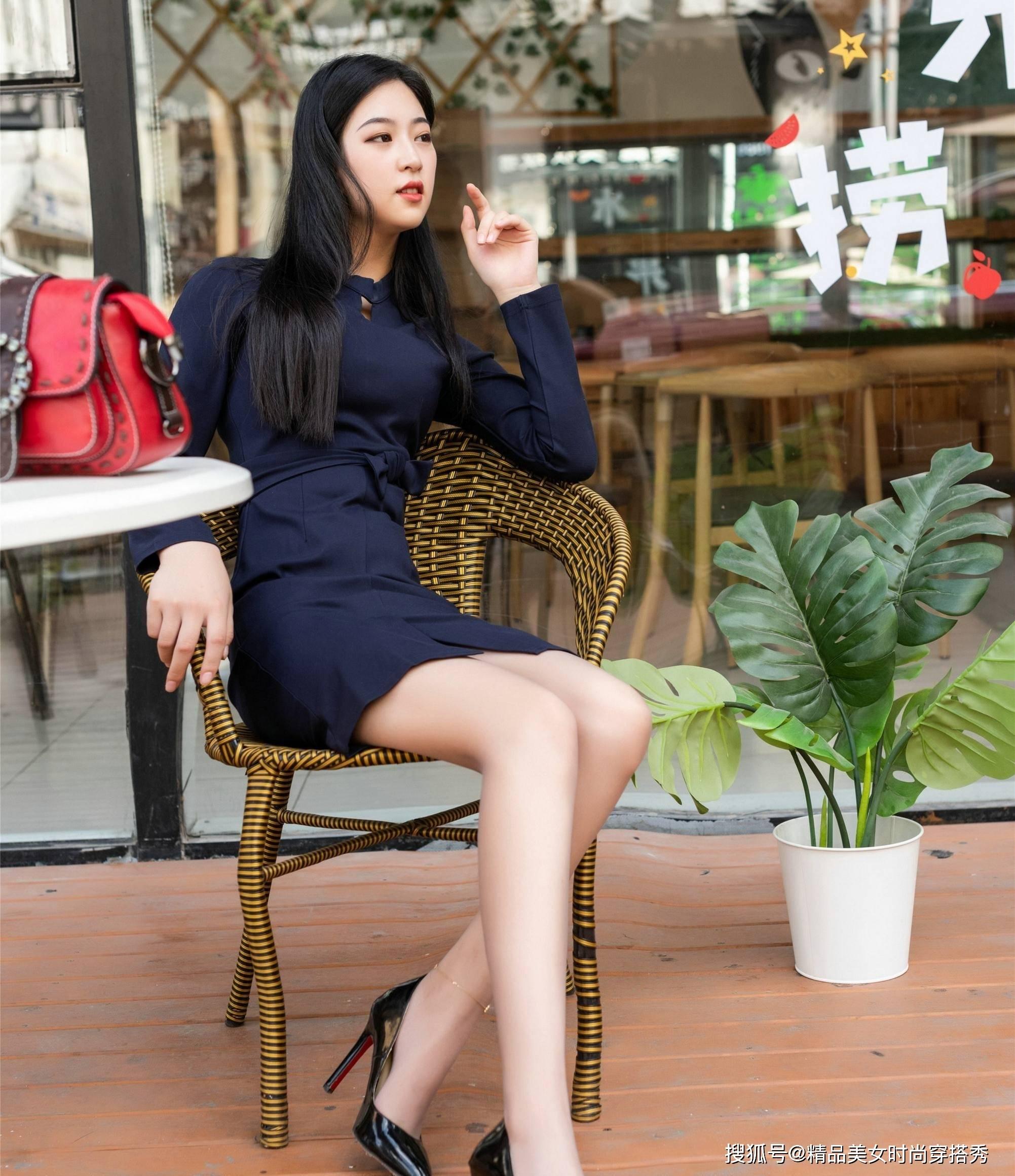 职场上一件连衣裙,优雅大方,知性又不失优雅,干练又吸睛